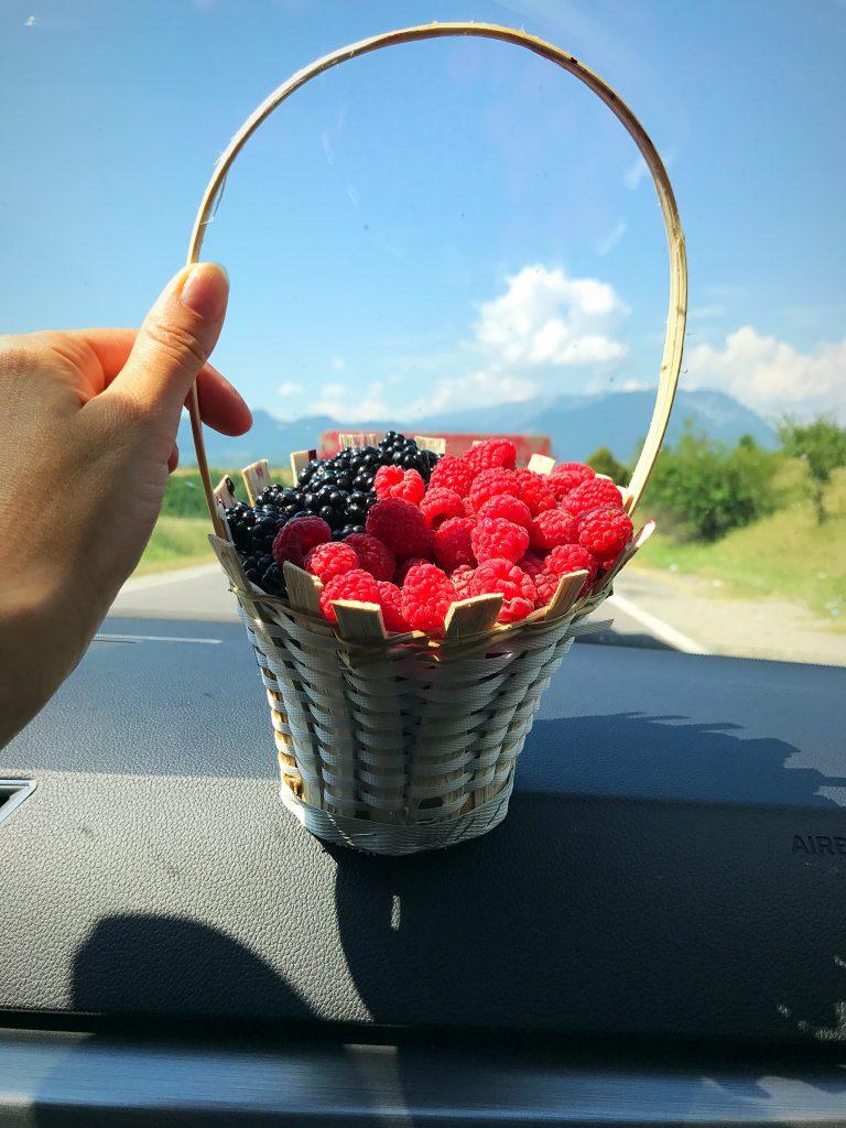 Coș cu fructe