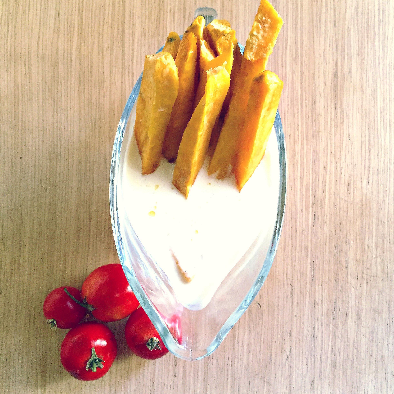 Batatas în sos de smîntînă cu roșii eco, bio din grădina bunicilor Laurei